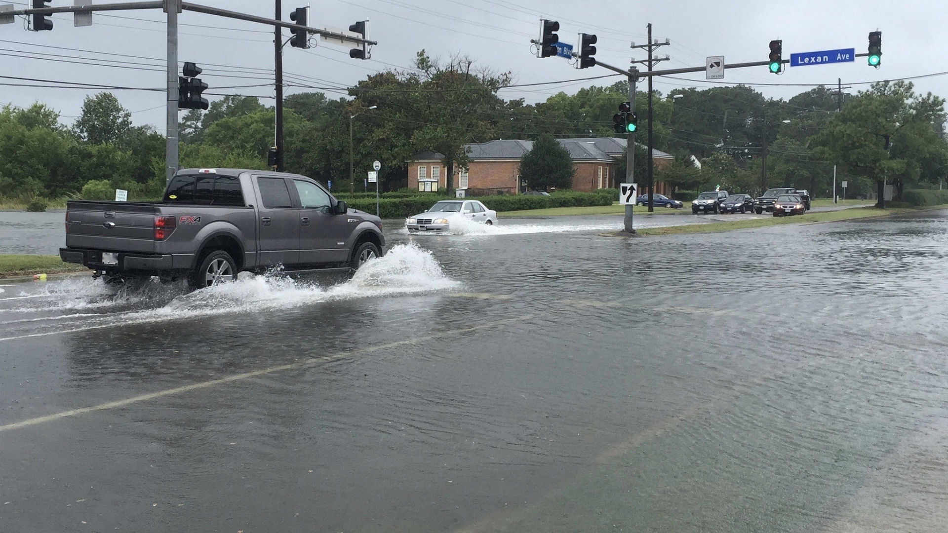 inundações nas ruas em Norfolk, VA