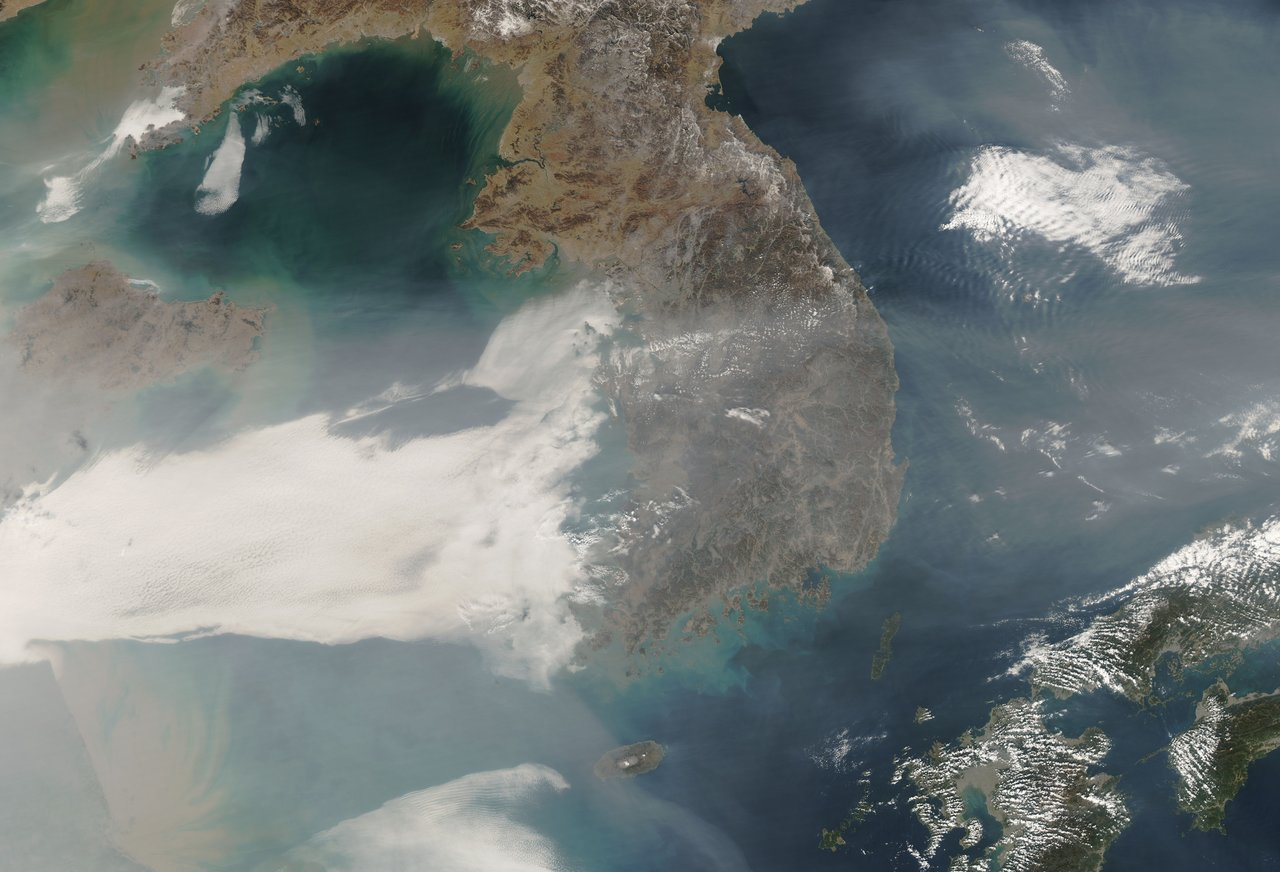 NASA satellite image depicting a swath of air pollution sweeping east across the Korean peninsula to Japan. Credit: NASA