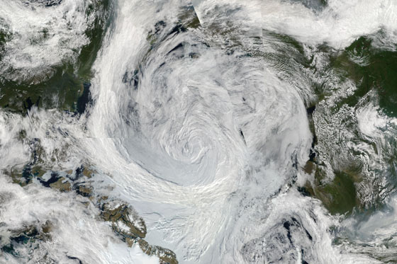 Image mosaic of Arctic storm. (Credit: NASA/Goddard/MODIS Rapid Response Team)